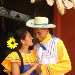"""COLORIDO Y AMENO """"DÍA DE LEMPIRA"""""""