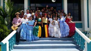¡Gracias Reina y jóvenes estudiantes por brindarnos estos momentos de orgullo e identidad!